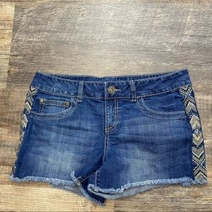 Maurices Embroidered Jean Shorts Size 9/10